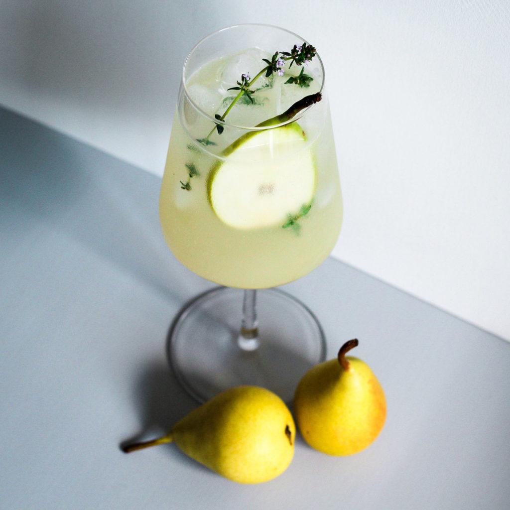 Honey Pear Fizz (Birnen Cocktail mit Gin, Honig & Ingwer)